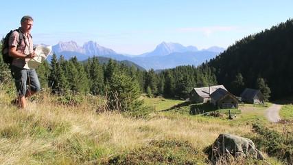 Wandern - 002 - Almhuette - Kartenleser - Boesenstein