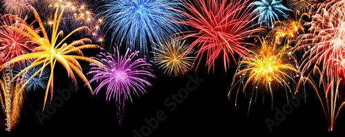 Feuerwerk Panorama auf schwarz - 74335380