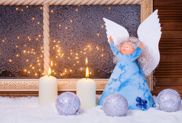 Weihnachtsengel, Kerzen, Kugeln