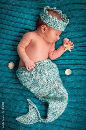 Nouveau-né avec des étoiles de mer dormir Poster