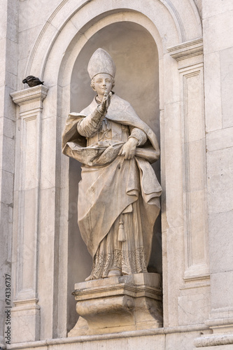 Ancient statue in Lucca, Italy - 74336737
