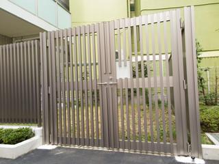 施錠されたマンションの非常口