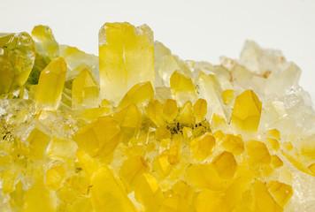 makro Bergkristall, teils gelb