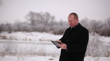 Man working  on tablet outdoors and show all is good