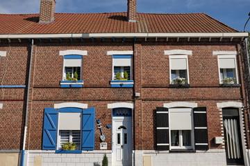 Maison de briques rouges, volets bleus