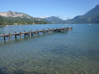 Ponton sur le lac d'Annecy