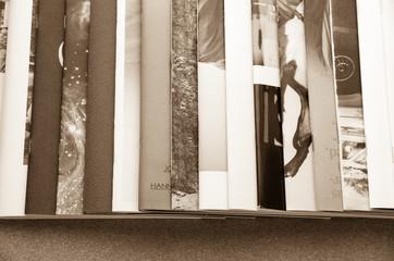 横に重ねた本
