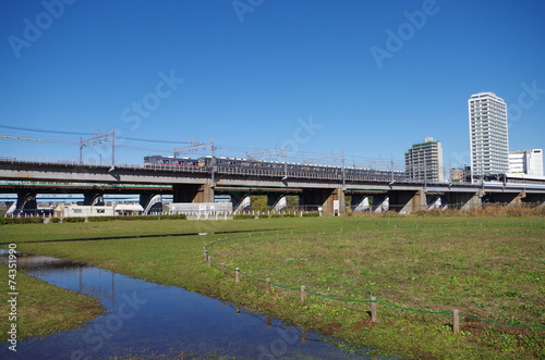 東急線と河川敷
