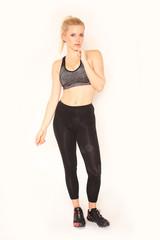 Hübsche,junge Frau in Sportkleidung