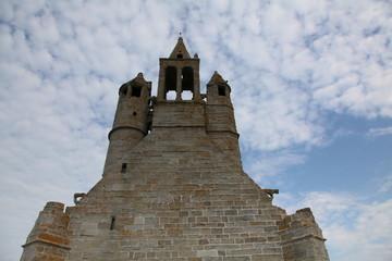 Le clocher et ses tourelles.