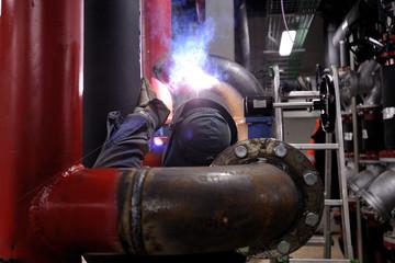 Costruzione di impianto per energia - saldatura tubazioni