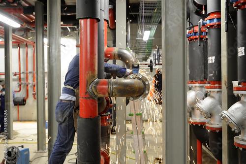 Leinwanddruck Bild Costruzione di impianto per energia - saldatura tubazioni