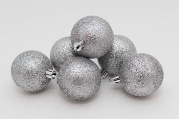 Серебрянные елочные шары