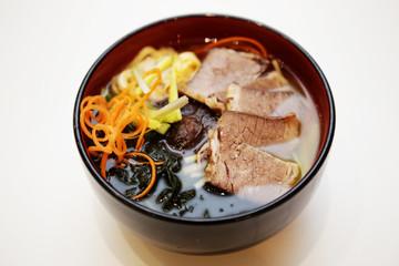 Suppe mit Schweinefleisch