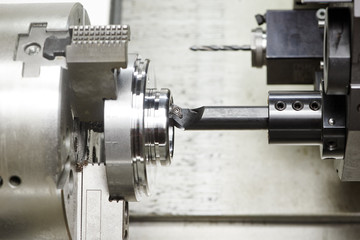 metal turning process on machine tool