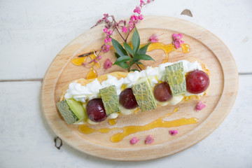 Choux cream with fruit