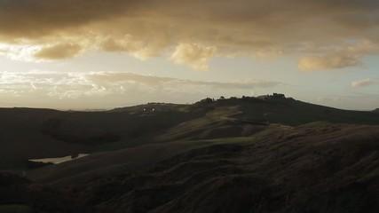 La strada per Asciano (Siena) al tramonto