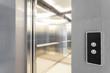 Leinwanddruck Bild - Entry to elevator