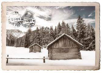 vecchia cartolina di montagna innevata