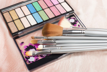 Cosmetic brushes and eyeshadow