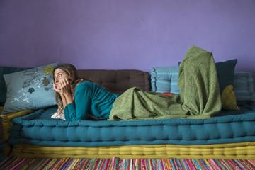 sdraiata sul divano