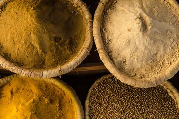 Gewürze auf ägyptischem Gewürzmarkt