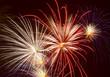 Explodierende Großfeuerwerksbomben am Nachthimmel