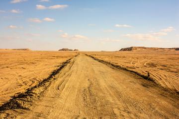 Egitto Deserto Sahara pista verso el Himeimat