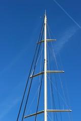 Mât de misaine sur un yacht