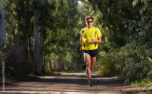 Zdjęcia na płótnie, fototapety, obrazy : Running man in nature