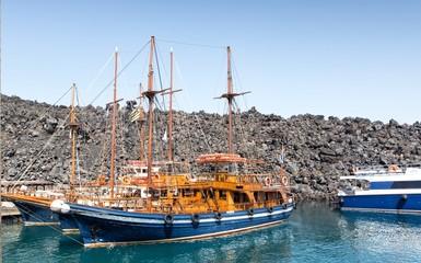 Cruise ships near Nea Kameni