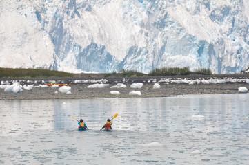 kayakers in front of Aialik glacier, Kenai Fjords (Alaska)