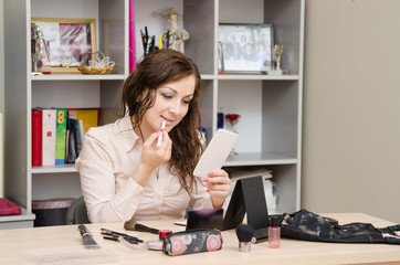 young girl wears a lip in the workplace