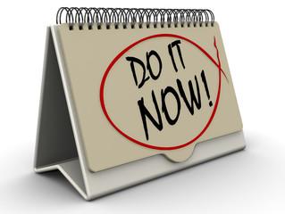 Сделай сейчас! (Do it now!). Надпись на откидном календаре