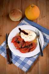 antipasto con pomodoro e mozzarella