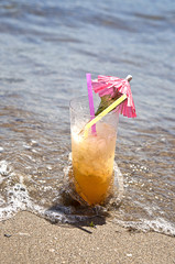 Cocktail tropical en la playa