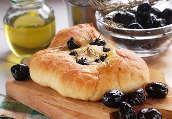 focaccia con olive nere