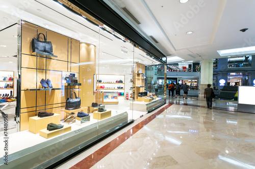 Leinwanddruck Bild display window of fashion store in shopping mall.