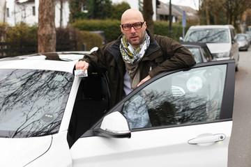 Mann Fahrerseite Membercard Carsharing