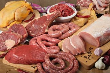 carne cruda composizione su tavolo