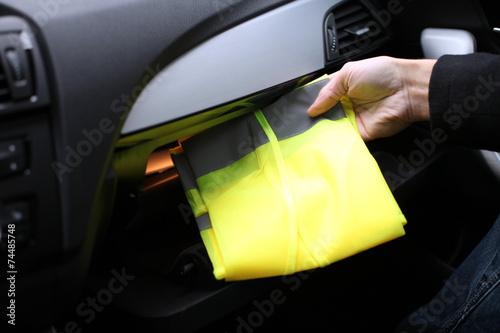 Poster Warnweste im Handschuhfach verstaut