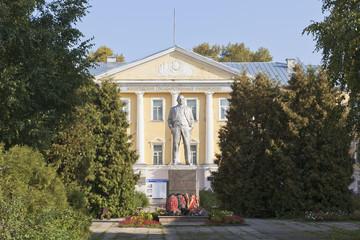 Ленин у Вологодского государственного университета, Россия