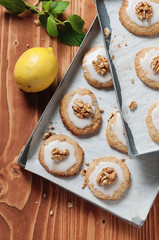 Lemon cookie with mint and walnut