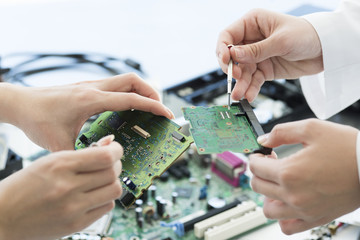 Women who are studying computer parts