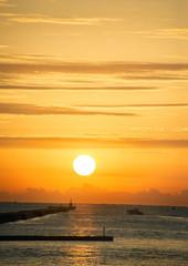 高知県宇佐漁港の日の出風景