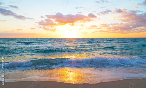 Sunrise over the ocean in Miami Beach, Florida - 74513755