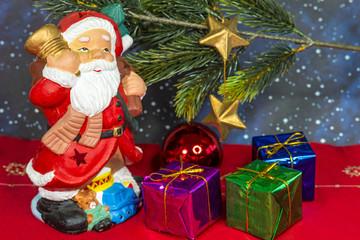 Nikolaus mit Geschenken