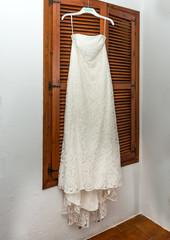 White Brides wedding dress