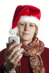 Weihnachtsmädchen macht ein Selfie