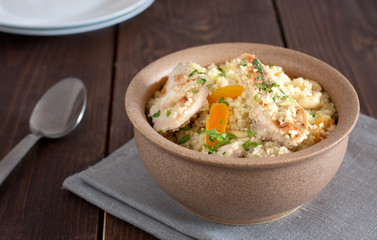 Couscous with chicken and dried apricots